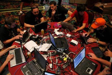 Para RAE, un 'hacker' ya no es sólo un vulgar pirata informático