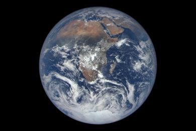 La Flat Earth Society explica a Elon Musk que la Tierra es plana y Marte redondo