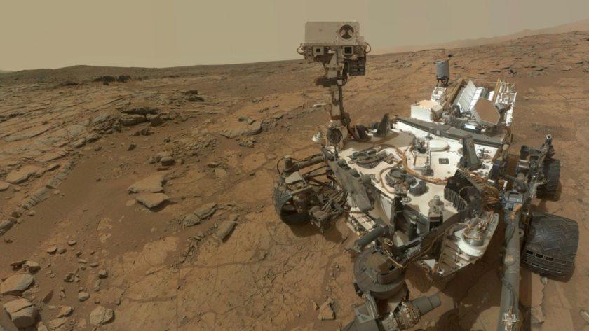 Curiosity descubre restos angulares en Marte y desata una oleada de teorías locas