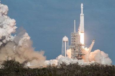 Space X lanza el Falcon Heavy, el cohete que un día nos llevará a Marte