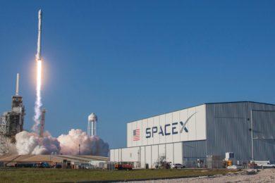 SpaceX iniciará la construcción de su banda ancha vía satélite este fin de semana