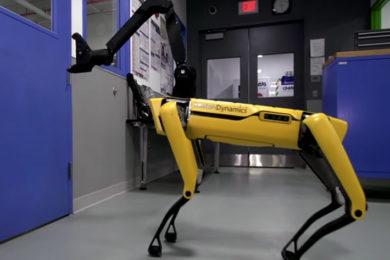 Así abre puertas el perro-robot SpotMini