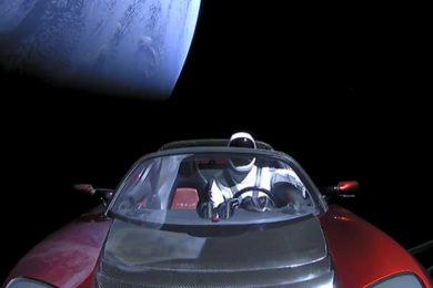 """El Tesla que lanzó SpaceX acabará """"chocando"""" con Venus o con la Tierra"""