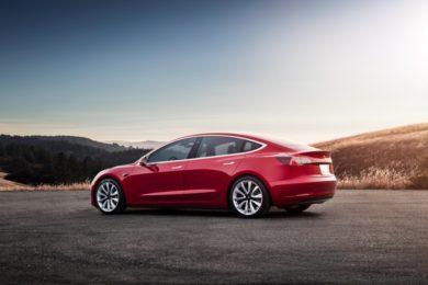 Elon Musk confirma que habrá Model 3 con tracción a las cuatro ruedas