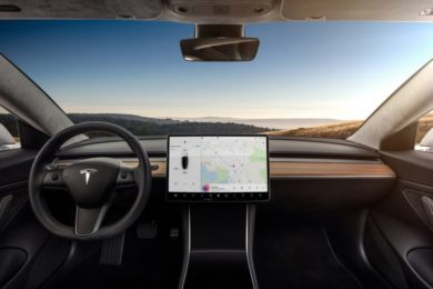 Elon Musk confirma que el Tesla Model 3 llegará a Europa en 2019