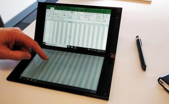 Segundo prototipo de ordenador de doble pantalla de Intel, esta vez con dos pantallas táctiles LCD