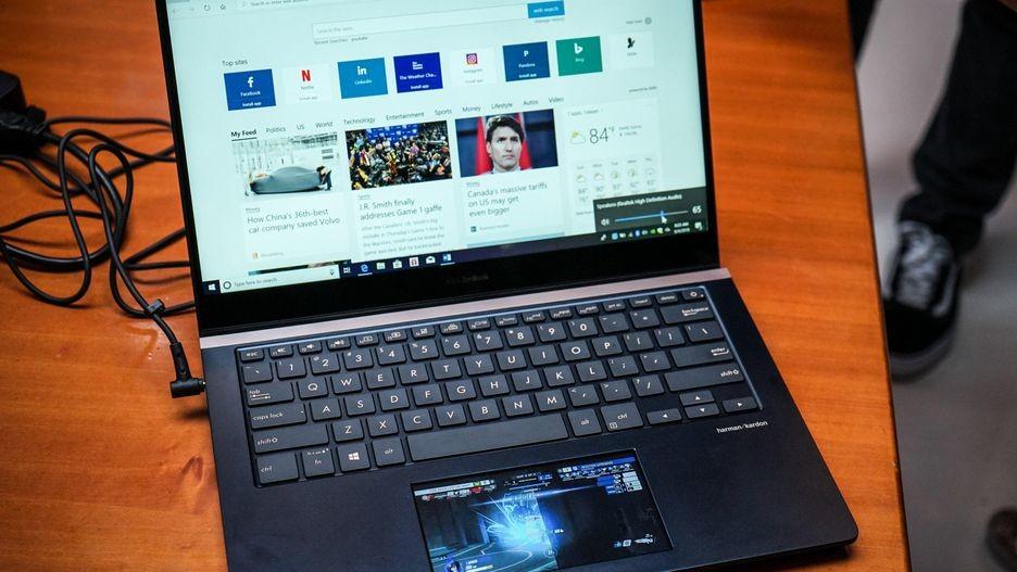"""ASUS apunta al MacBook Pro con un ZenBook Pro con """"ScreenPad"""" 40"""