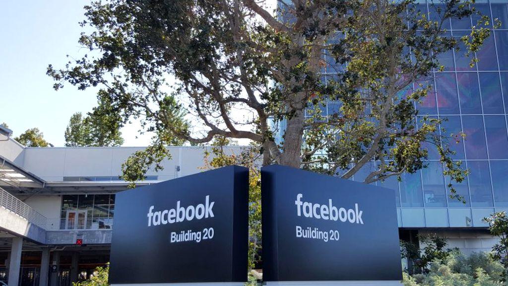 """Facebook """"ficha"""" al ingeniero de Google encargado de los chips"""