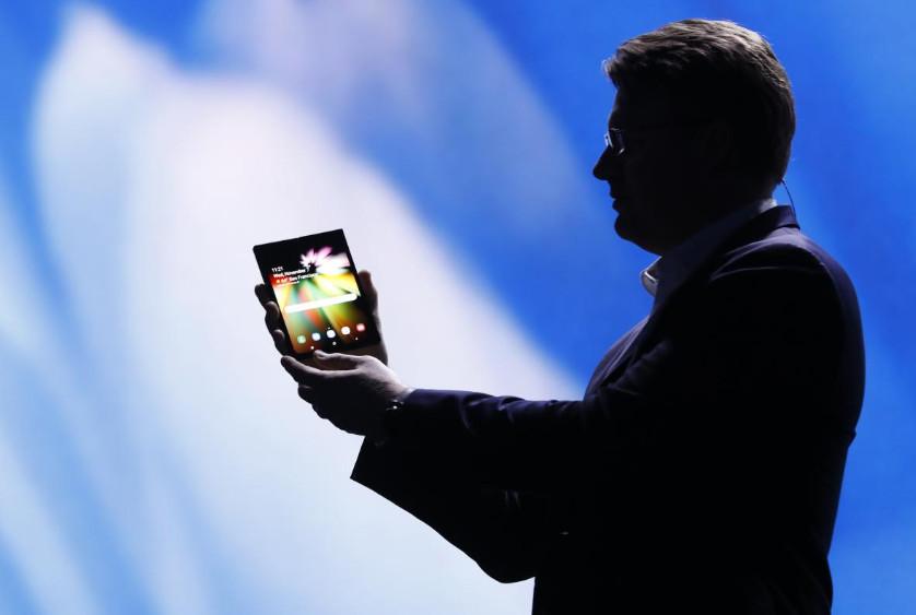 Samsung presenta su smartphone plegable 33