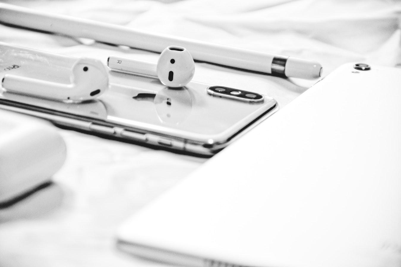 Apple presenta nuevos AirPods: mayor autonomía y estuche de carga inalámbrica 30
