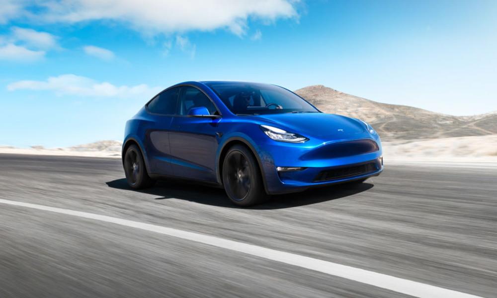 Tesla decide mantener tiendas abiertas a la vez que sube precios