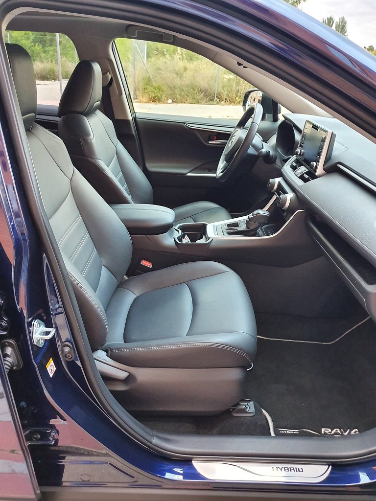 Toyota RAV4 2019, confiado 37
