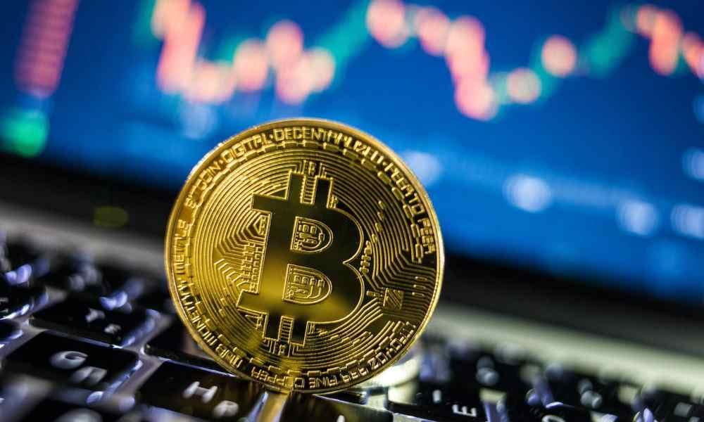 El Bitcoin cuadruplica su precio en seis meses y roza los 13.000 dólares 32