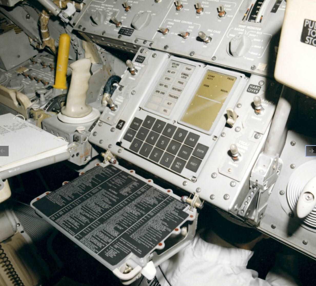 Apollo Guidance Computer, la historia del ordenador que nos llevó a la Luna 35
