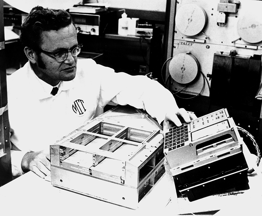 Apollo Guidance Computer, la historia del ordenador que nos llevó a la Luna 33