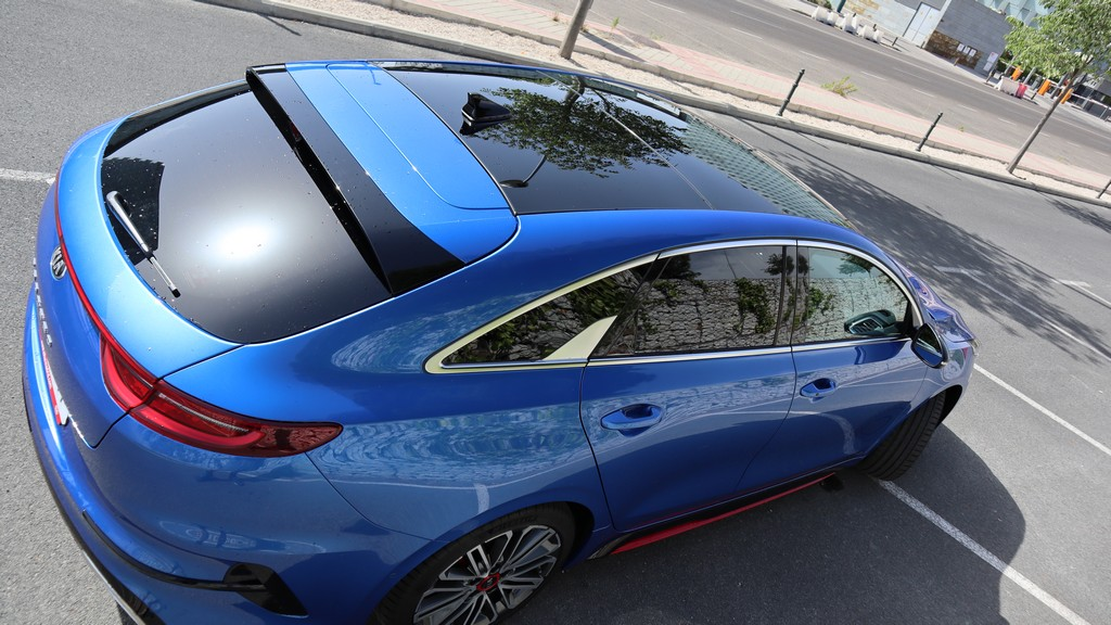 Kia ProCeed GT 2019, suelo 32