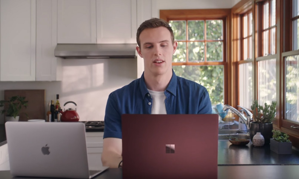 Microsoft mete el dedo en el ojo a Apple con Mac Book recomendando Surface 27