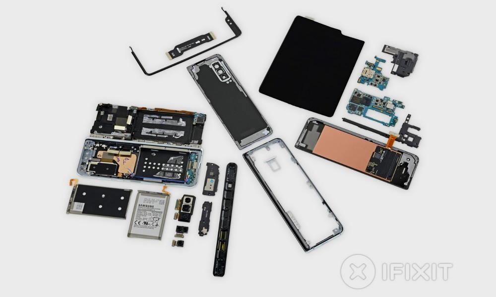 iFixit despieza la versión mejorada del Galaxy Fold y revela sus secretos 32