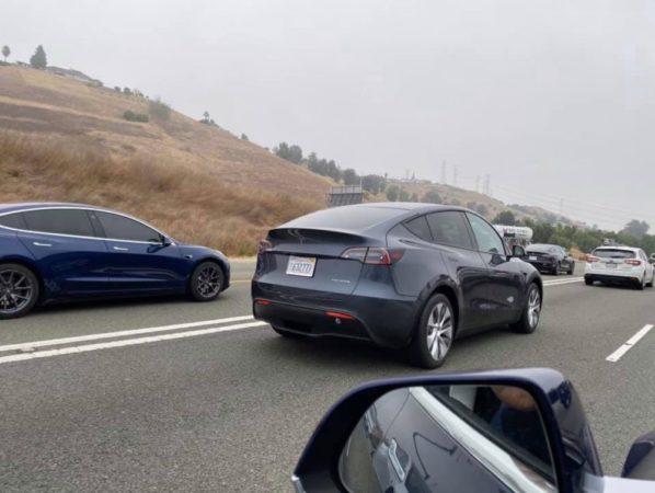 El Tesla Model Y es visto circulando por las carreteras de California 32