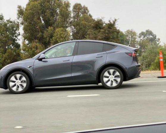 El Tesla Model Y es visto circulando por las carreteras de California 30