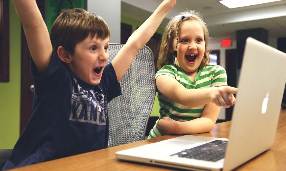 La sobrexposición de los niños a las pantallas