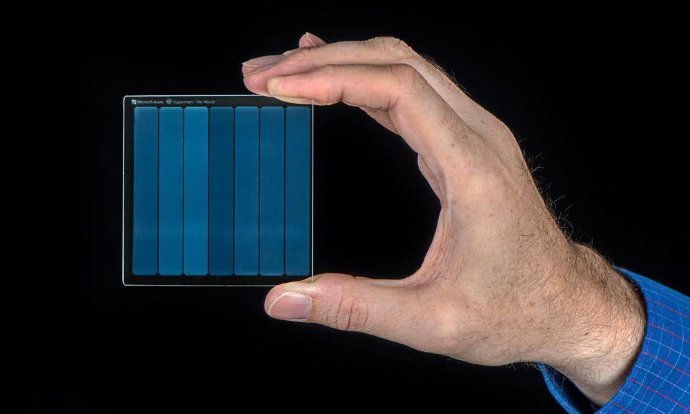 Superman grabada en vidrio como almacenamiento de datos