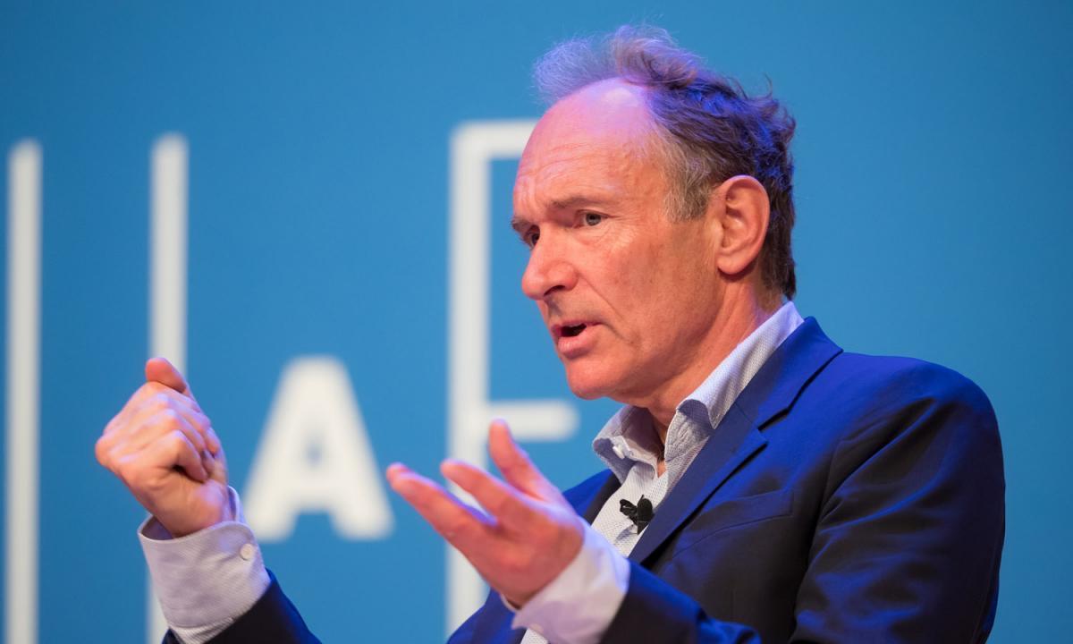 Tim Berners-Lee, creador de la web, presenta un contrato para salvarla 27