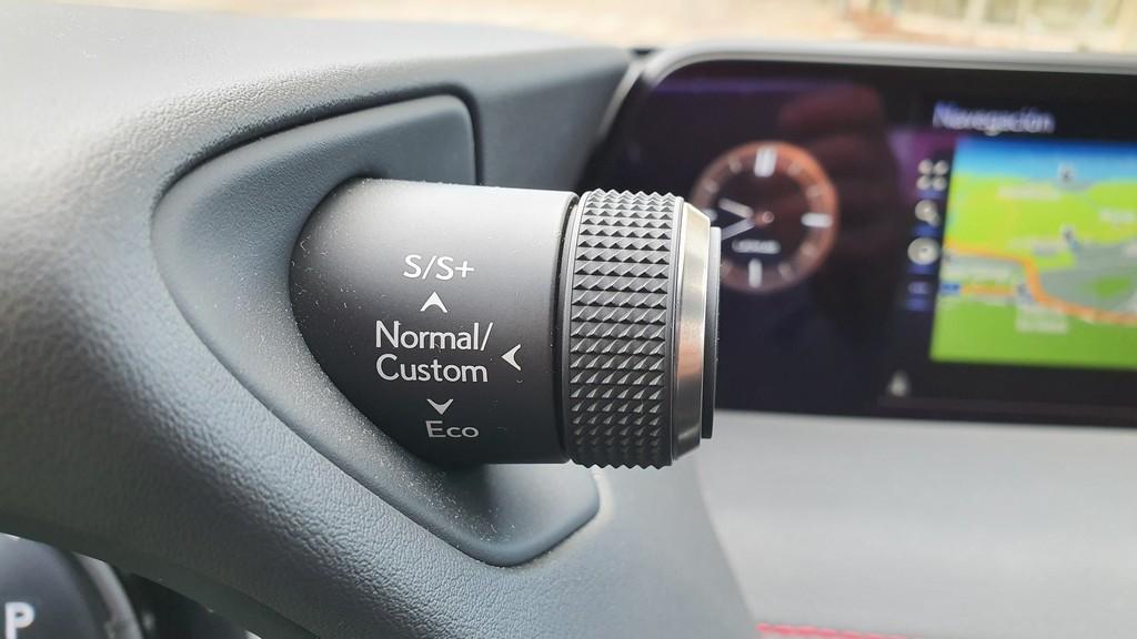 Lexus UX 250h, interpretación 45