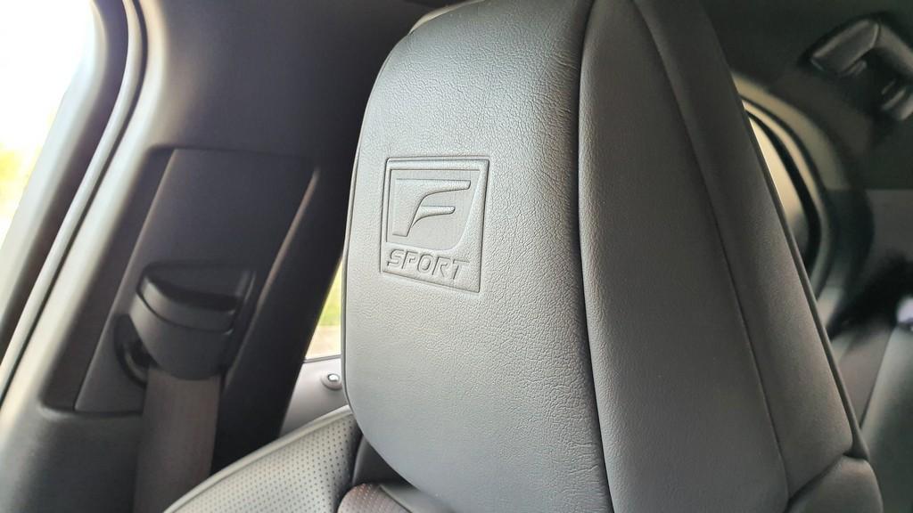 Lexus UX 250h, interpretación 39