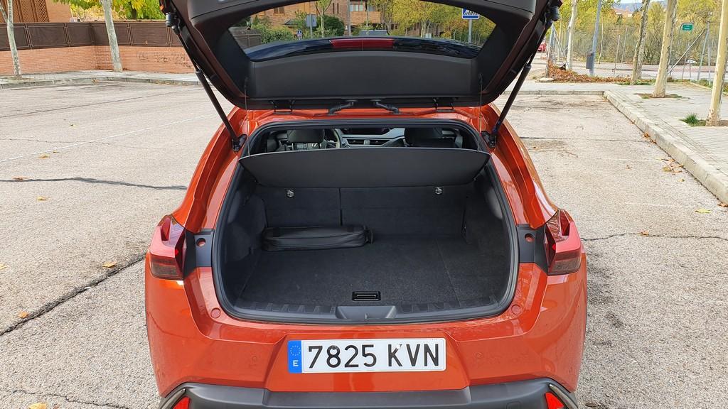 Lexus UX 250h, interpretación 41