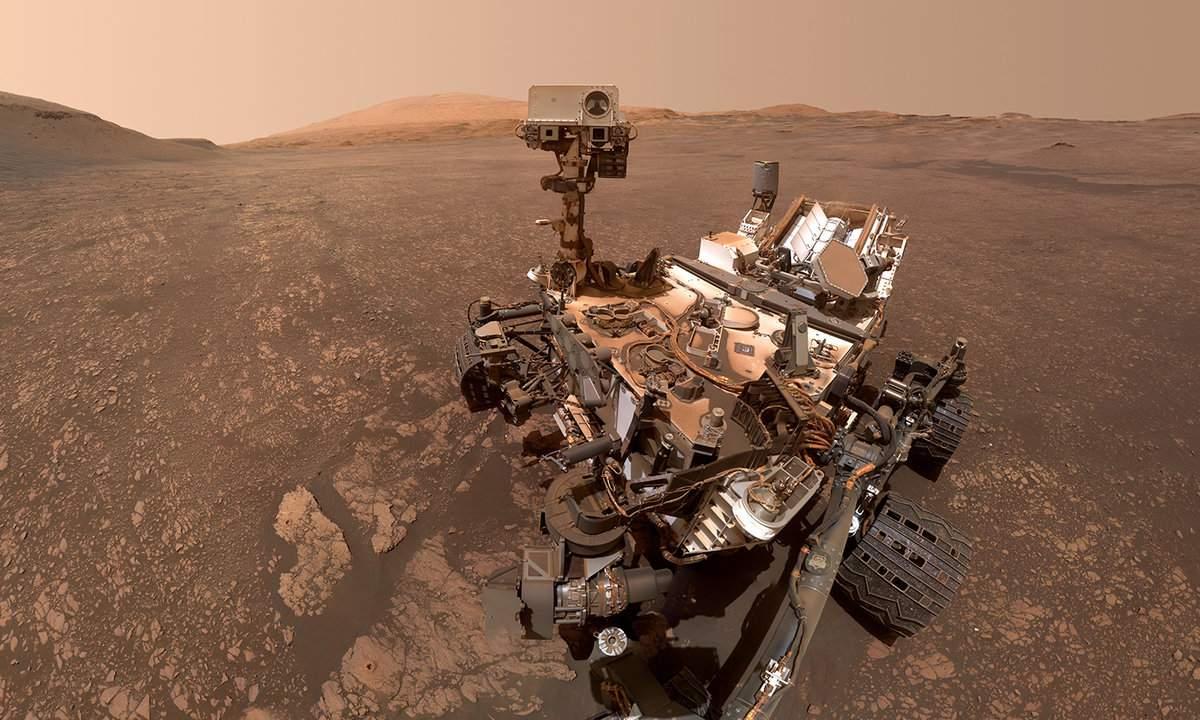 Fotografía del rover Curiosity en Marte