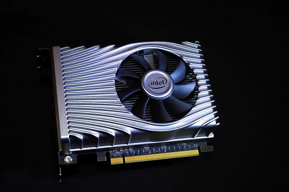 Así es la tarjeta gráfica Intel Xe DG1, compacta y con iluminación LED 32