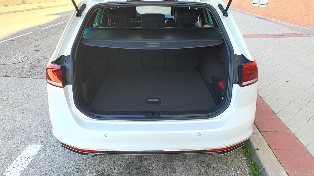 Volkswagen Passat GTE 2019, comprensivo 41