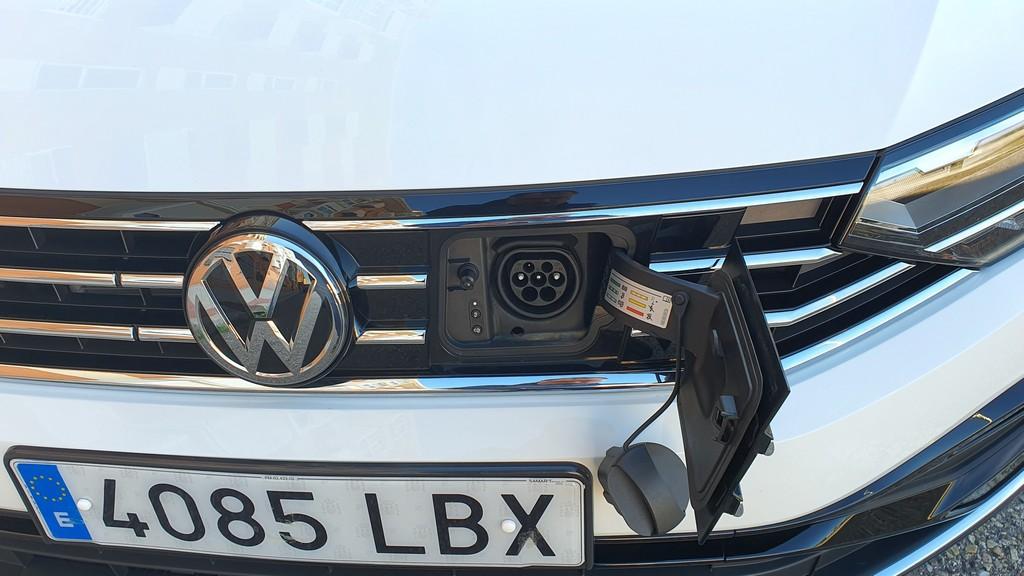 Volkswagen Passat GTE 2019, comprensivo 39