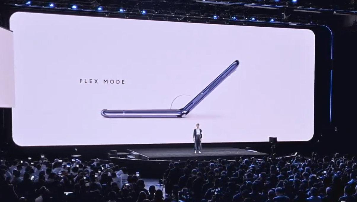 Samsung presenta su nuevo smartphone plegable, Galaxy Z Flip 37