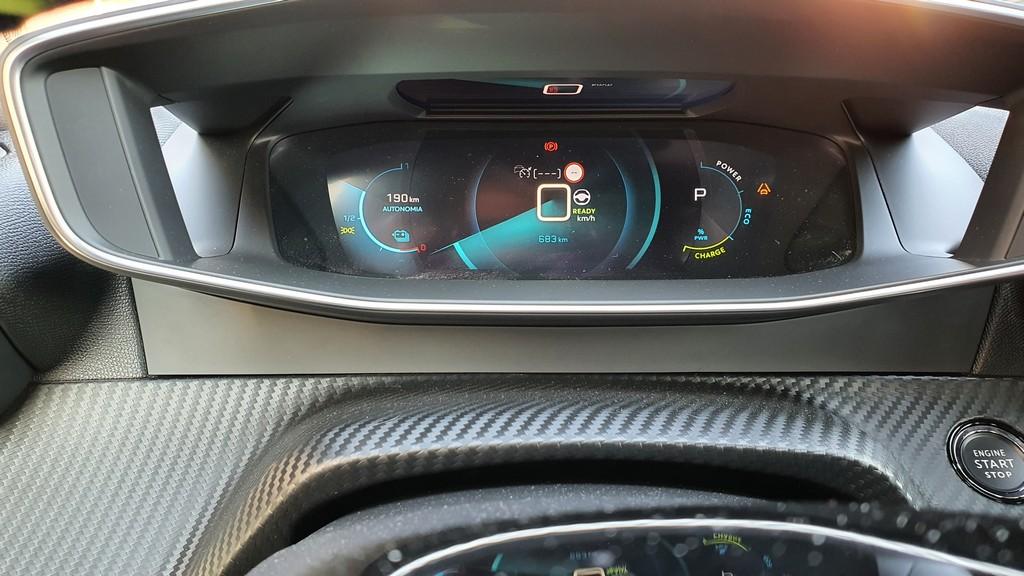 Peugeot e-2008, inexorable 35