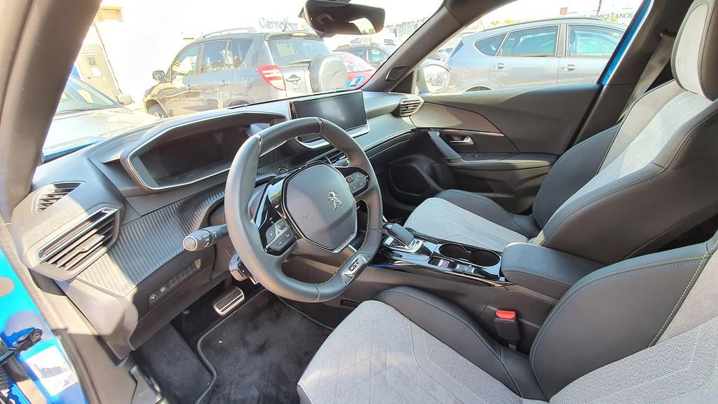 Peugeot e-2008, inexorable 33