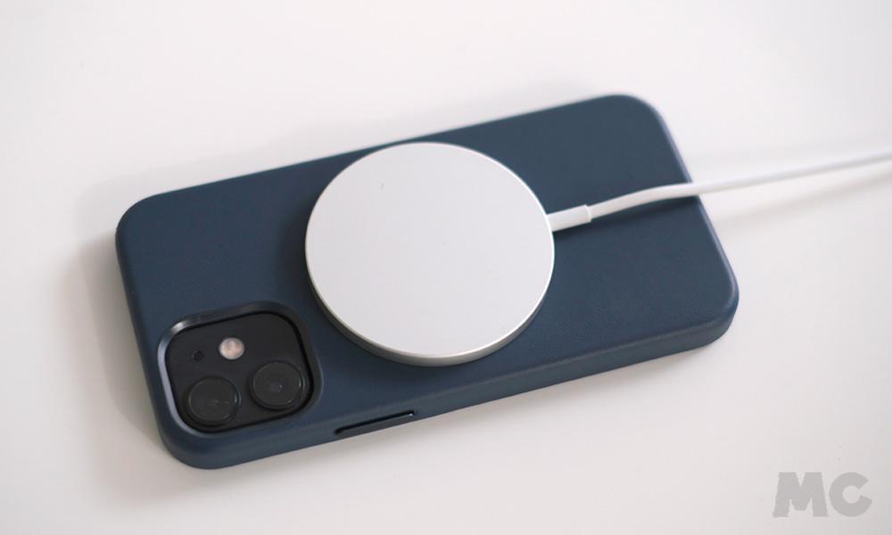 Cargador MagSafe en iPhone 12 mini