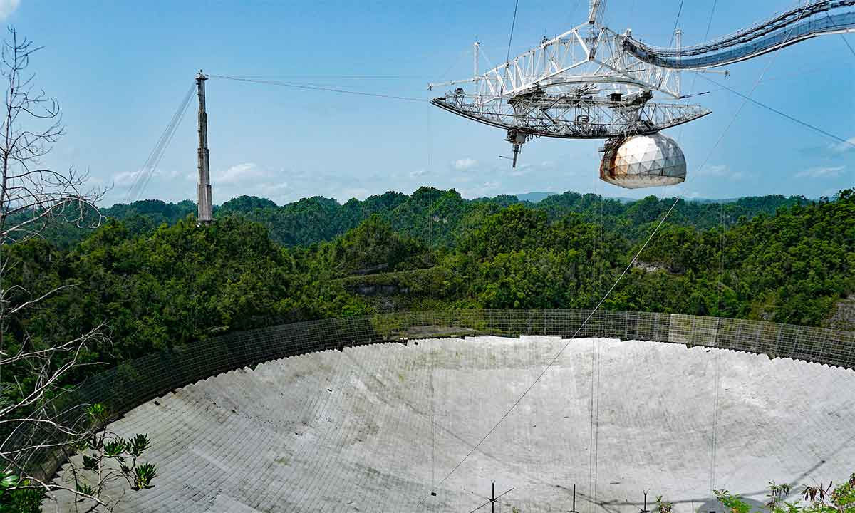 Arecibo: adiós al radiotelescopio que nos ayudó a buscar vida extraterrestre