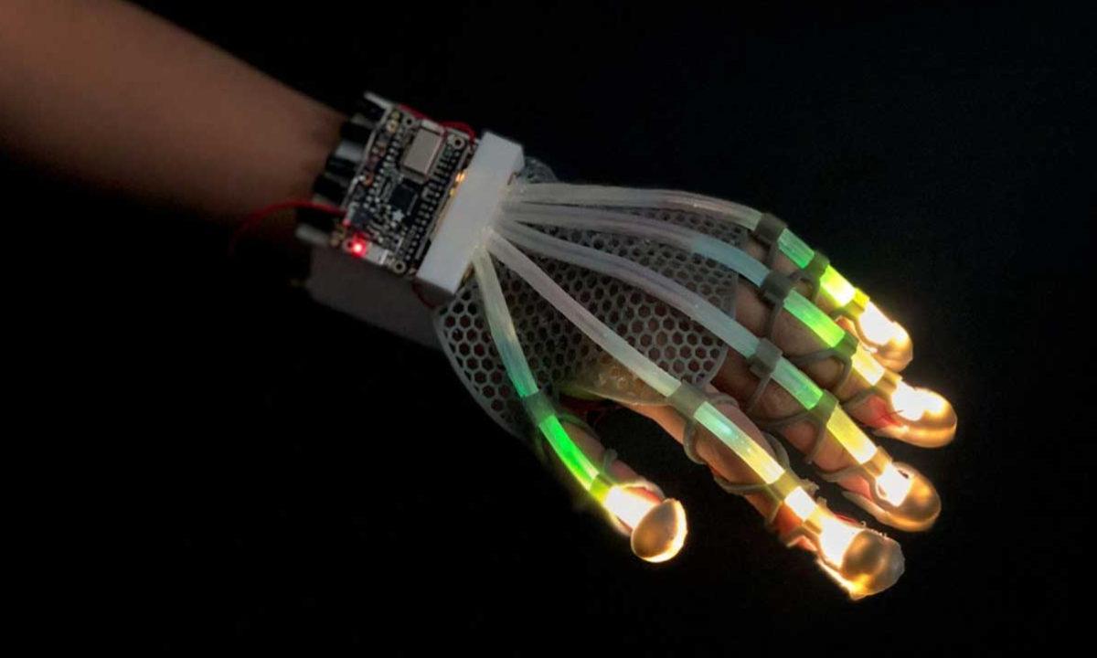 Cornell University sensor extensible fibra optica led robótica realidad virtual
