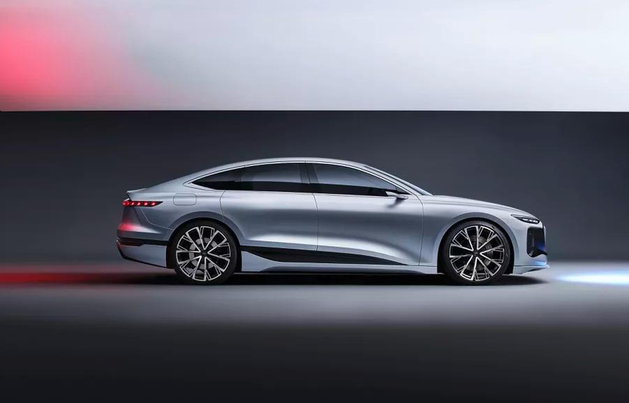 El Audi A6 e-tron proyectará videojuegos en una pared mientras lo recargas 30