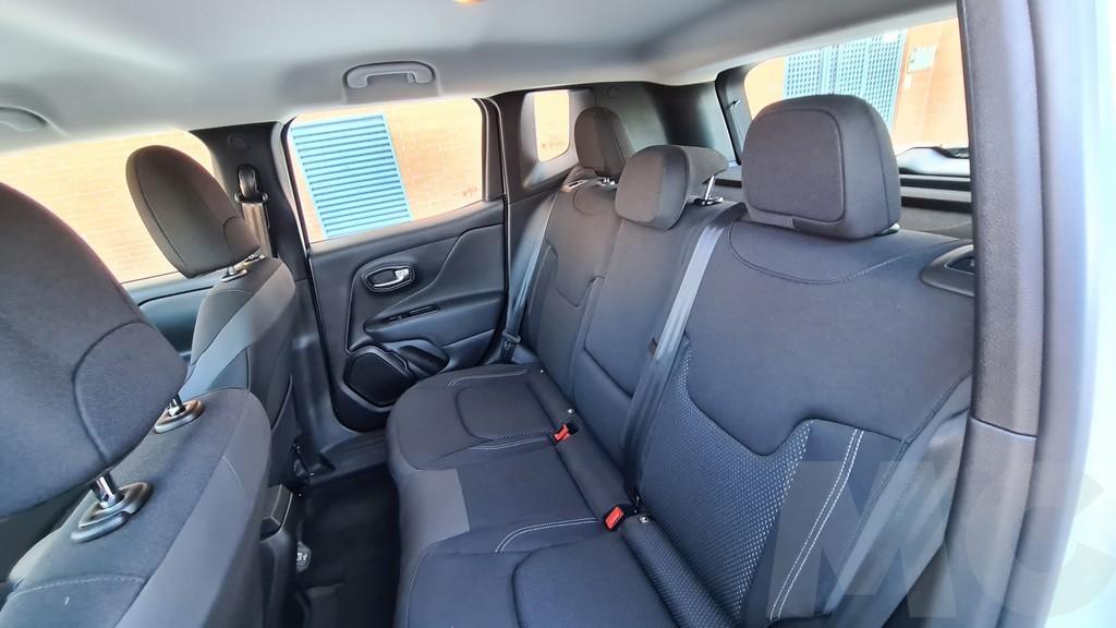 Jeep Renegade 4xe, lejanía 41