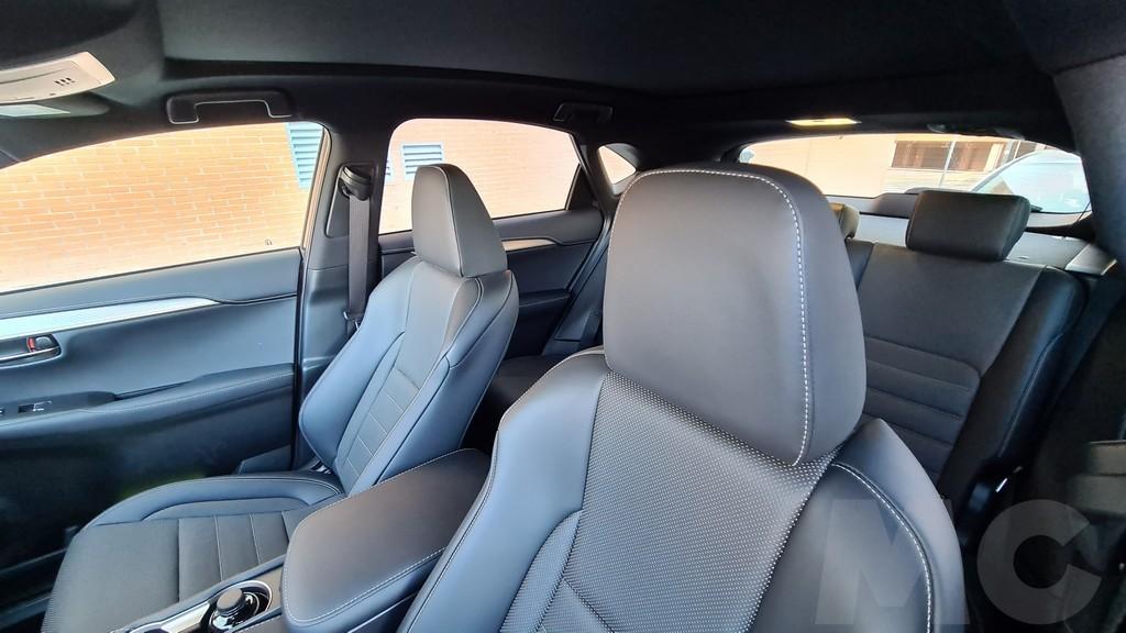 Lexus NX 300h, rocas 40
