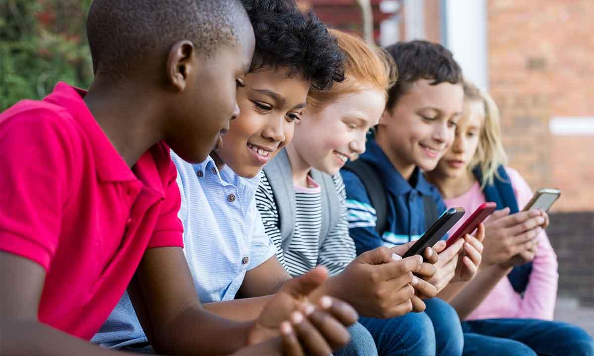 TikTok introduce limitaciones para adolescentes. ¿Es suficiente?
