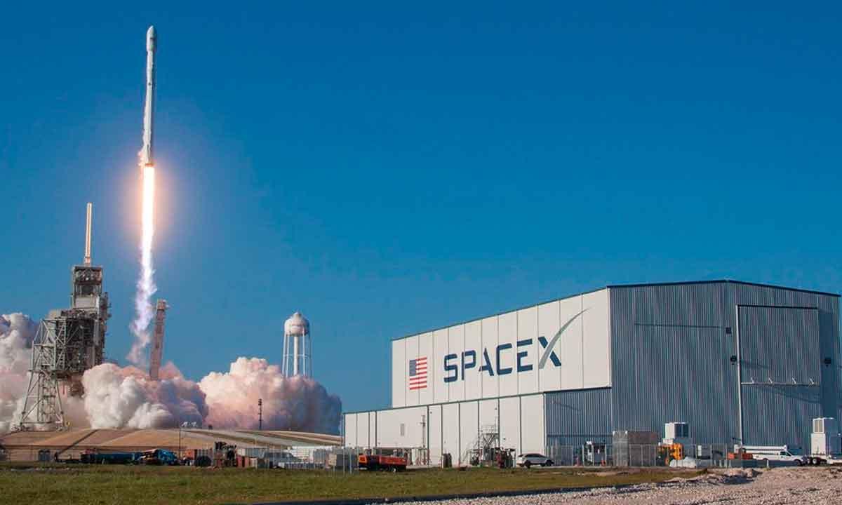 SpaceX responde a Amazon: reclaman porque no pueden competir